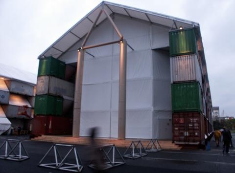 The Nomadic Museum, Ban Shigeru