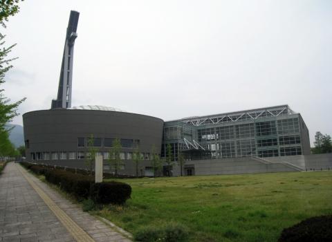 B-con Plaza, Arata Isozaki