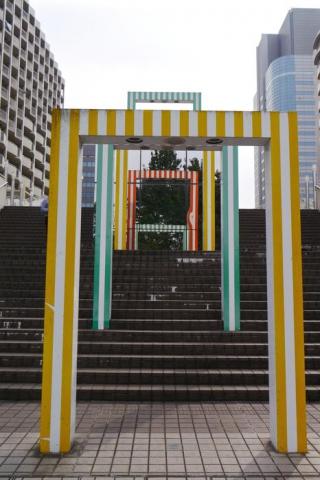 "Installation ""25 porticos, the color and its reflections"", Daniel Buren (photo : Sylvie Lagabrielle)"