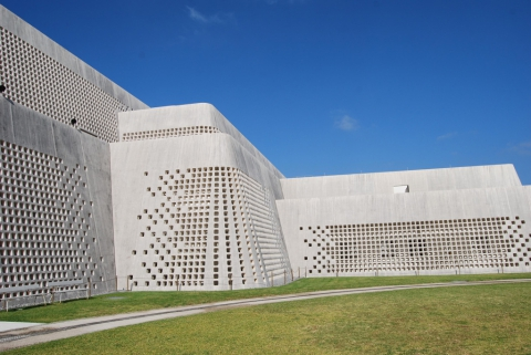 Okinawa Prefectural Museum, Ishimoto Architectural Firm, inc.